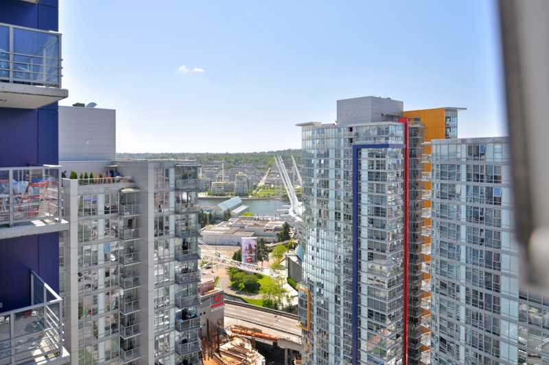 Yaletown downtown vancouver bc across the street from for Balcony 417 rogers arena