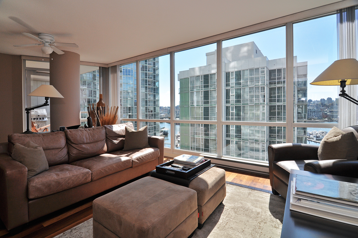 Bright and comfortable living with amazing views.