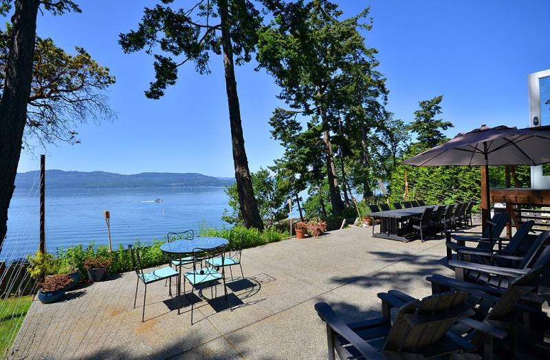 Pendray house deep cove oceanfront vacation home for Cabine in affitto a victoria bc