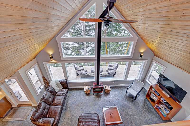 Large vaulted ceilings in the living room.