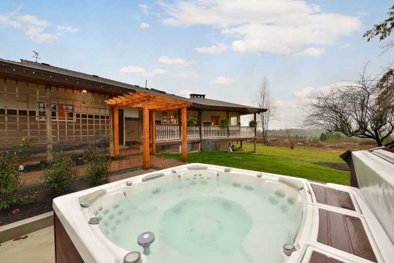 Fantastic hot tub to enjoy the serenity of the acreage.